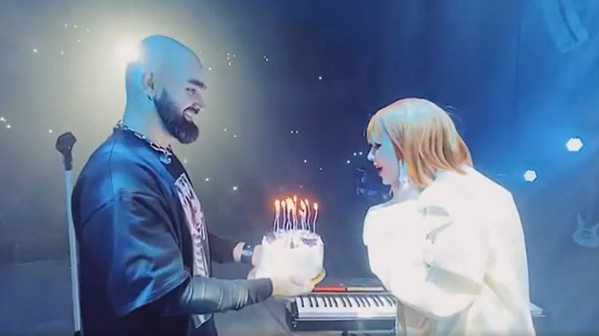 Солістку гурту The HARDKISS привітали під час концерту: святкове відео - Україна новини - Афіша