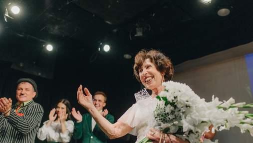 Здійснила мрію: у київському театрі замість професійної акторки на сцену вийшла 70-річна бабуся